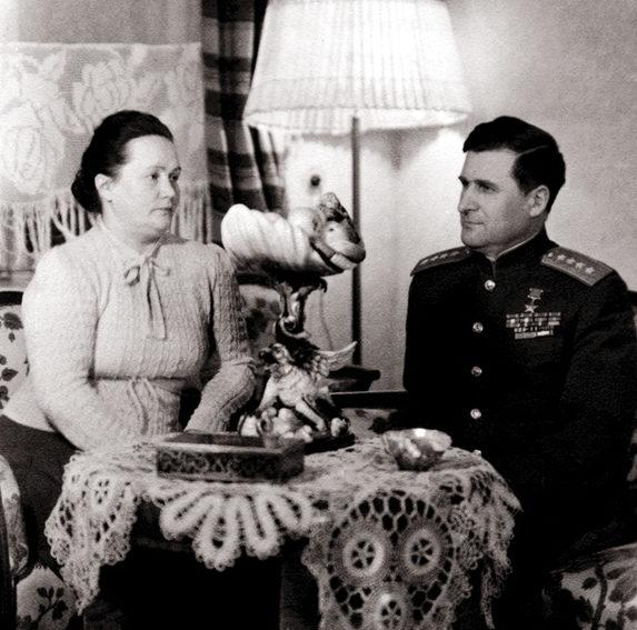 Генерал армии Соколовский с женой. 1945 г.