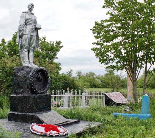 х. Цугейкин Веселовского р-на. Воинское кладбище, где захоронены советские воины.