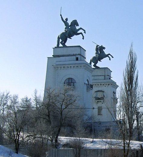 Общий вид памятника «Казаки у шлюза №15».