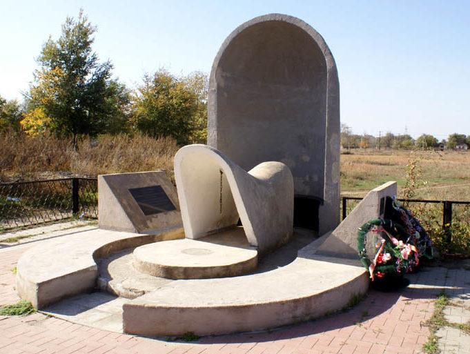 Памятник погибшим калмыкам.