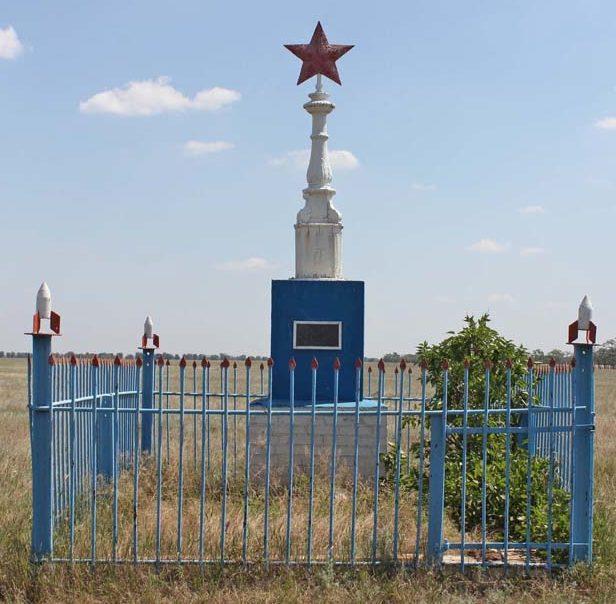 п. Лагунный Зимовниковского р-на. Братская могила советских воинов.
