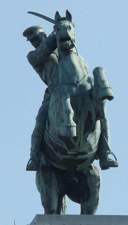 Скульптуры казаков.
