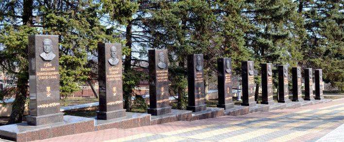 Алея Героев на мемориале.