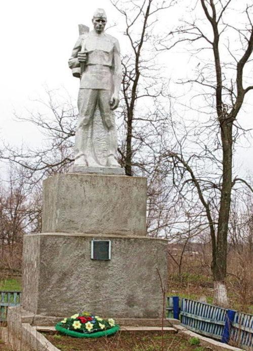 х. Марченков Зимовниковского р-на. Братская могила воинов, павших в январе 1943 года.
