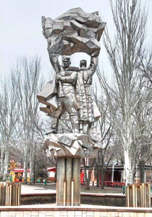 Скульптурная группа на фонтане.