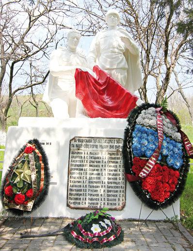 х. Большой Лог Аксайского р-на. Памятник воинам, погибшим в Великой Отечественной войне.