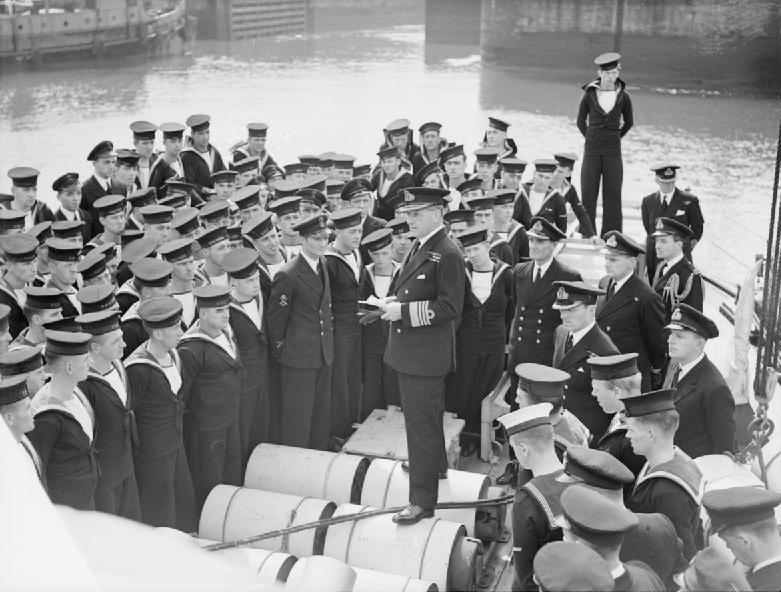 Экипаж британского шлюпа «Stork». Май 1942 г.