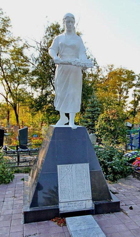 х. Верхнеподпольный Аксайского р-на. Памятник павшим воинам.