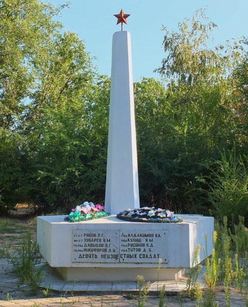 п. Дивный Аксайского р-на. Братская могила советских воинов.