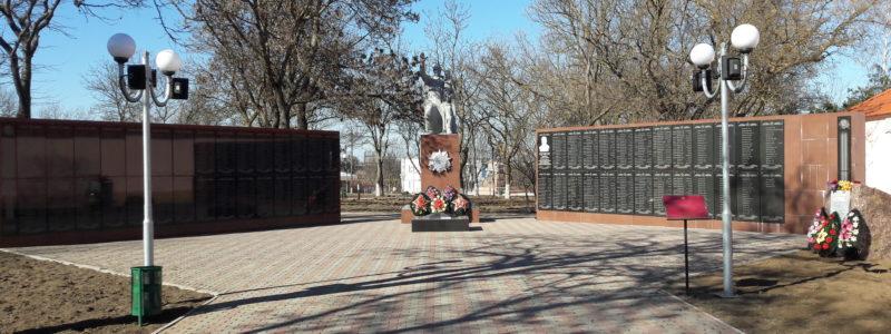 ст-ца. Тамань Темрюкского р-на. Памятник землякам, погибшим в годы войны.