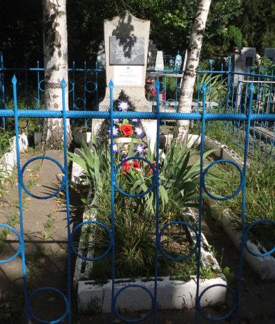 с. Вольное Успенского р-на. Братская могила 4 летчиков и разведчика, погибших в боях с фашистскими захватчиками.