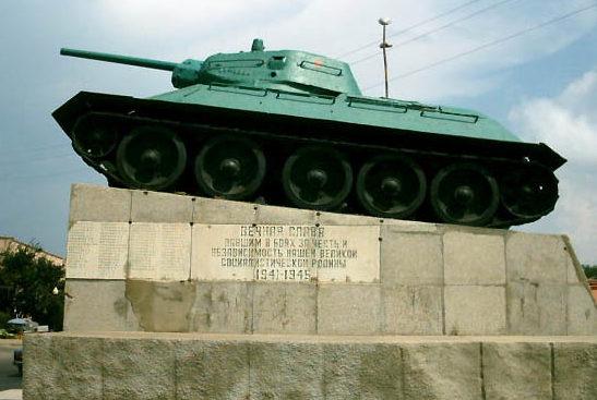 ст-ца. Тамань Темрюкского р-на. Памятник-танк Т-34, установленный в честь советских воинов, принимавших участие в освобождении Тамани.
