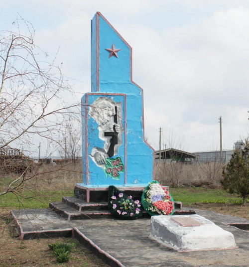 х. Озерский Зимовниковского р-на. Братская могила советских воинов.