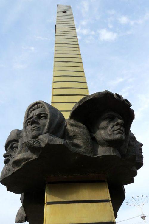 Барельефы обелиска.