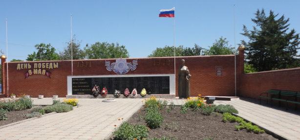 аул Урупский Успенского р-на. Памятник землякам, погибшим в годы войны.