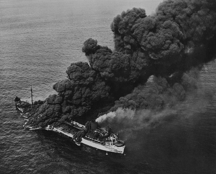 Американский танкер «Pennsylvania Sun» торпедированный немецкой подлодкой «U-571». Июль 1942 г.