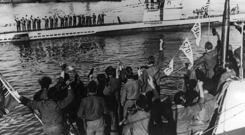 Немецкая подлодка «U-201» возвращается из похода во французский порт Брест. Июль 1942 г.