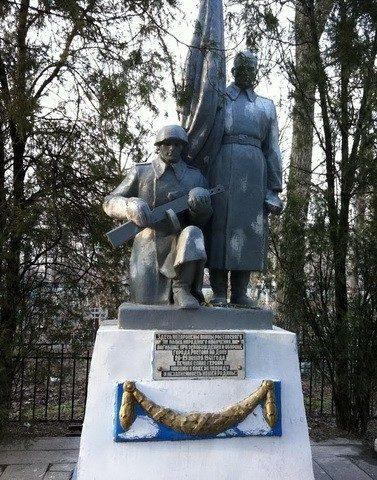 Памятник советским воинам на Братском кладбище.