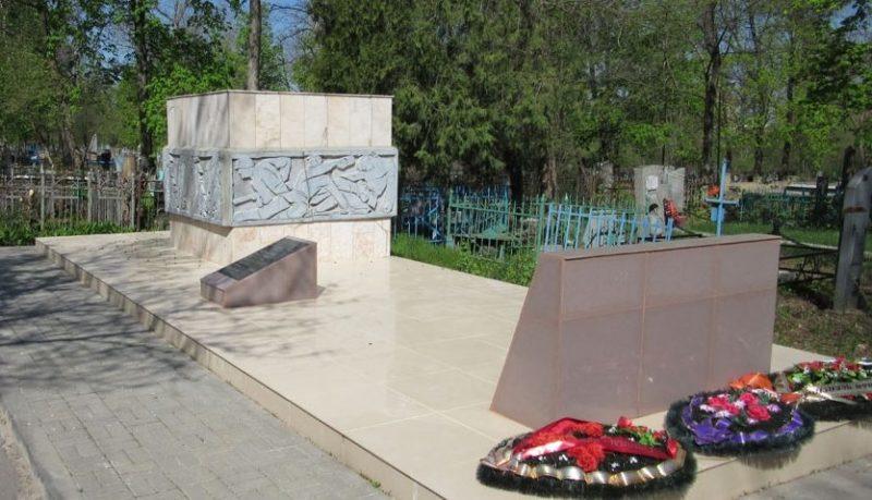 Памятник воинам 230-го полка НКВД, погибшим во время обороны Зеленого Острова.