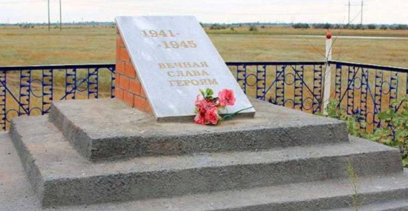 х. Погожев Волгодонского р-на. Братская могила советских воинов по Школьной улице.
