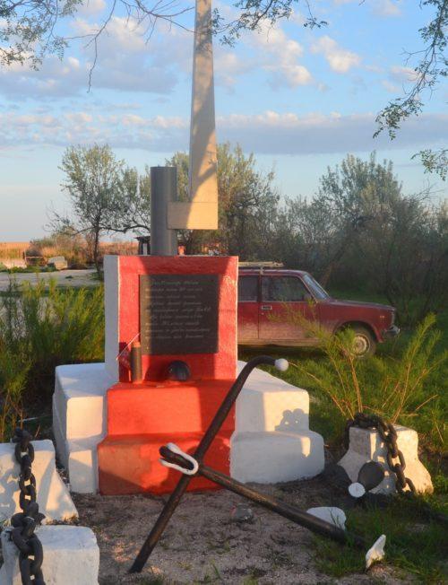 г. Темрюк. Братская могила советских воинов у базы отдыха «Рыбак».