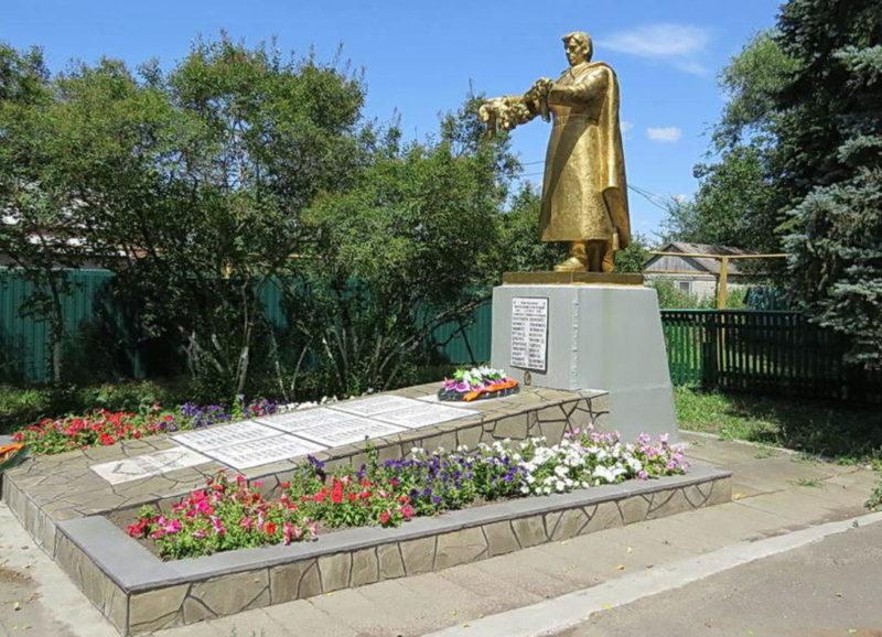 ст-ца. Кировская Кагальницкого р-на. Памятник на Буденновской улице в честь советских воинов, погибших в боях за станицу в 1943 году.