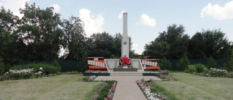 совхоз «Кубанец» Тимашевского р-на. Памятник землякам, погибшим в годы Великой Отечественной войны.