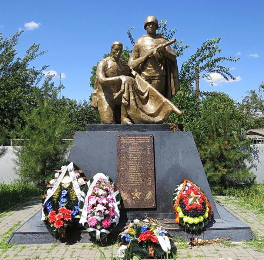 ст-ца. Кировская Кагальницкого р-на. Памятник на братской могиле воинов, погибших в боях за станицу в феврале 1943 года.