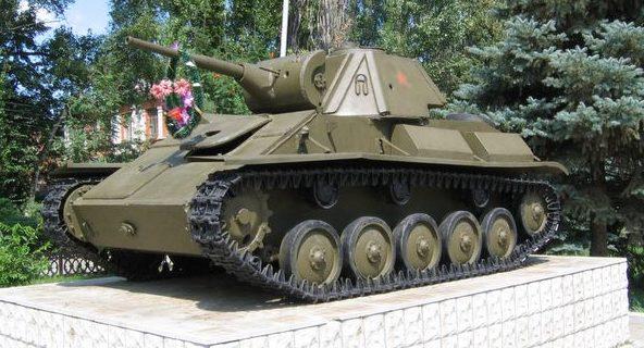 Памятник-танк Т-70.