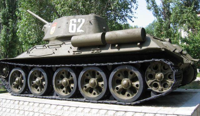 Памятник-танк Т-34-76.