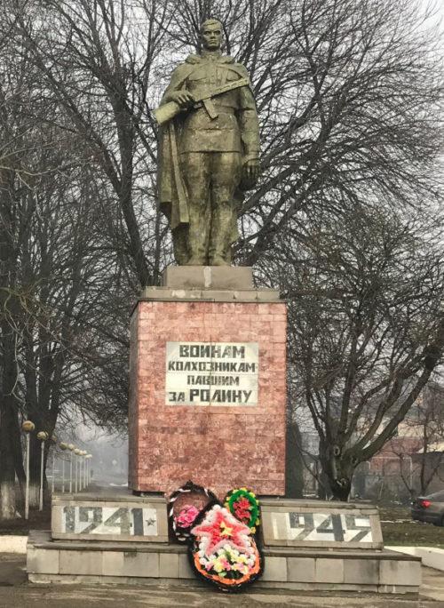 г. Усть-Лабинск. Памятник советским воинам – членам колхоза «Кубань», погибшим в годы войны.