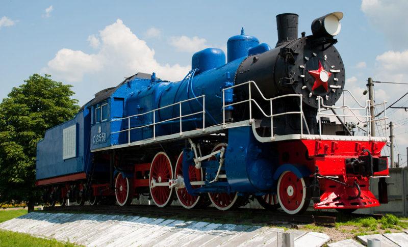 г. Тимашевск. Памятник-паровоз СУ-215-50 (Голубой локомотив), установленный в честь трудовых подвигов ремонтников локомотивного депо в годы войны.
