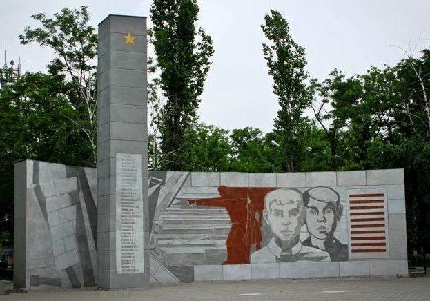 г. Каменск-Шахтинский. Памятник пионерам и школьникам города, погибшим от рук фашистских захватчиков в январе 1943 года.