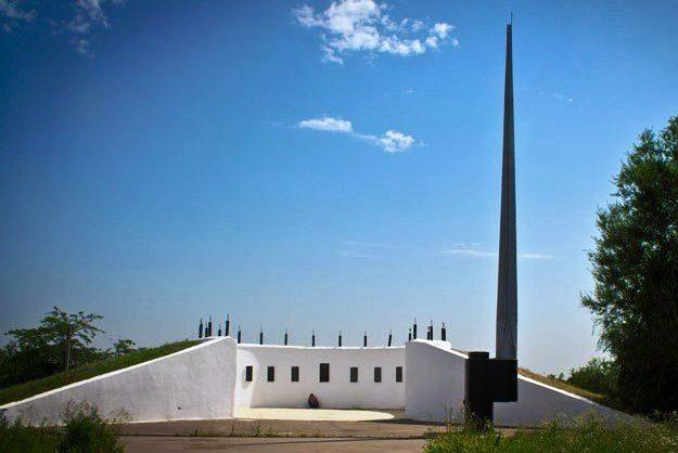 г. Каменск-Шахтинский п. Лиховский. Мемориальный комплекс «Парк Победы», открытый в 1965 году. В центре комплекса расположен Вечный огонь. По периметру - установлены плиты с перечнем городов-героев.
