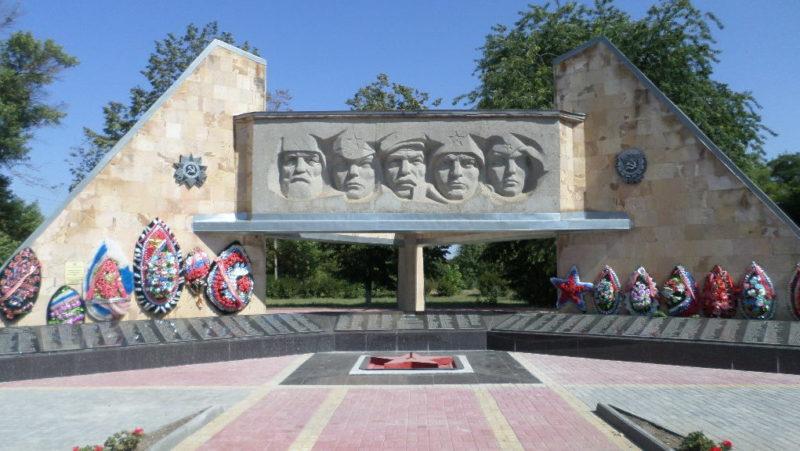 ст-ца. Новощербиновская, Щербиновского р-на. Памятник землякам, погибшим в годы войны.