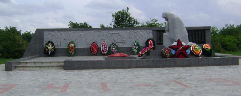 с. Шабельское Щербиновского р-на. Памятник землякам, погибшим в годы Великой Отечественной войны.