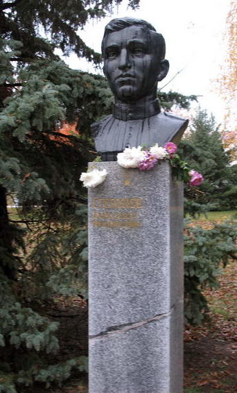 Бюст Героя Советского Союза А. М. Степанова.
