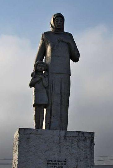 г. Тимашевск. Памятник Памяти павших, установленный по улице Красивой.
