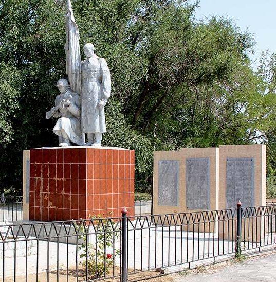 ст-ца. Жуковская Дубовского р-на. Мемориал павшим воинам и землякам.