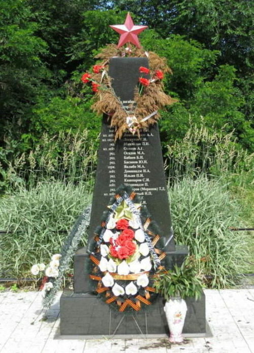 ст-ца. Подгоренская Дубовского р-на. Памятник, установленный на братской могила советских воинов, погибших в годы войны.