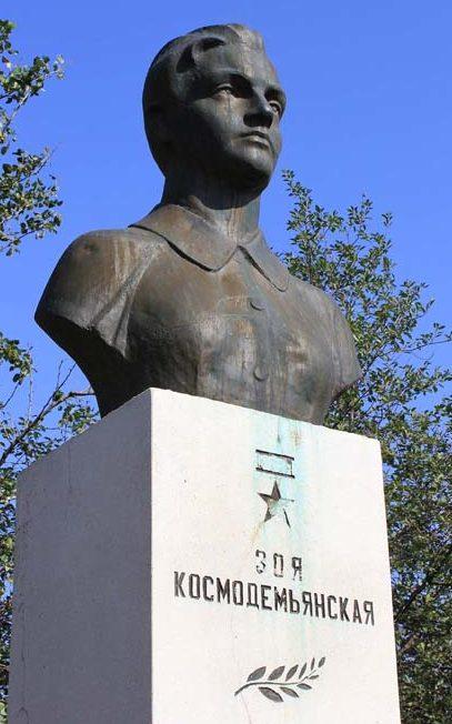 х. Романов Дубовского р-на. Бюст З. Космодемьянской.