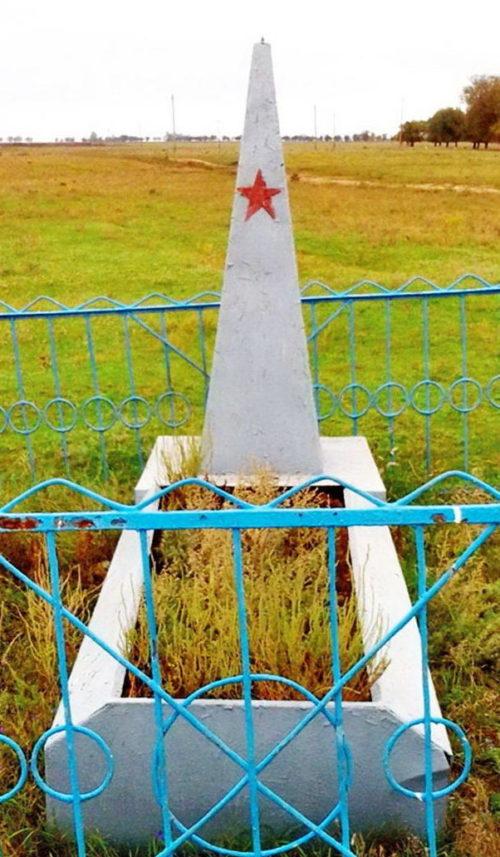 ст-ца. Эркетиновская Дубовского р-на. Братская могила неизвестных солдат.