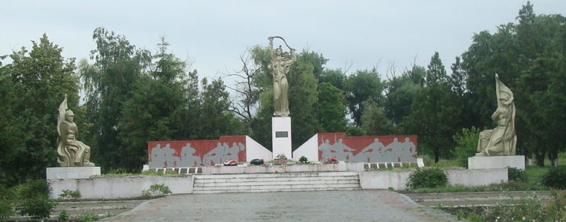 ст-ца. Терновская Тихорецкого р-на. Памятник по улице Суворова 8, установленный на братской могиле воинов, погибших в годы гражданской и Великой Отечественной войн.