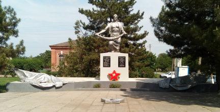 ст-ца. Новороговская Егорлыкского р-на. Мемориал по улице Советской 62а в честь погибших на войне.