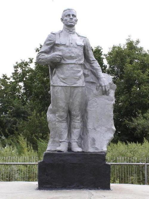 х. Прогресс Егорлыкского р-на. Памятник на братской могиле советских воинов.