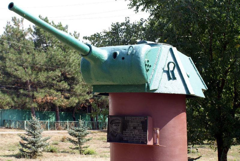 с. Заветное. Памятник танкисту Дорошкевичу Н.А.