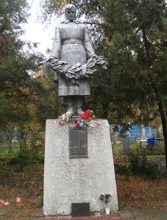 г. Зерноград. Памятник погибшим советским воинам.