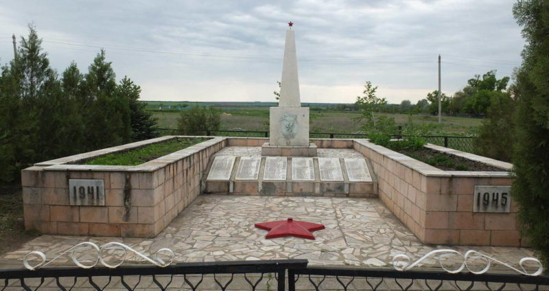 х. Марьевка Белокалитвинского р-на. Мемориал советским воинам.