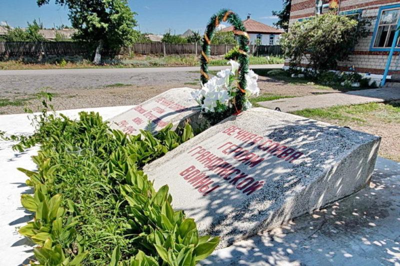 х. Рудаков Белокалитвинского р-на. Братская могила, в которой покоится прах 65 неизвестных воинов.