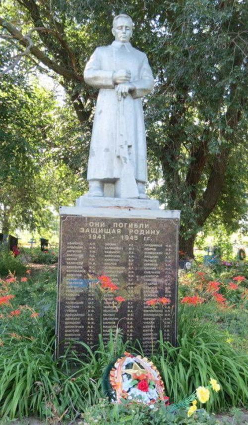 п. Междупольный Зерноградского р-на. Братская могила, в которой захоронено 90 воинов.